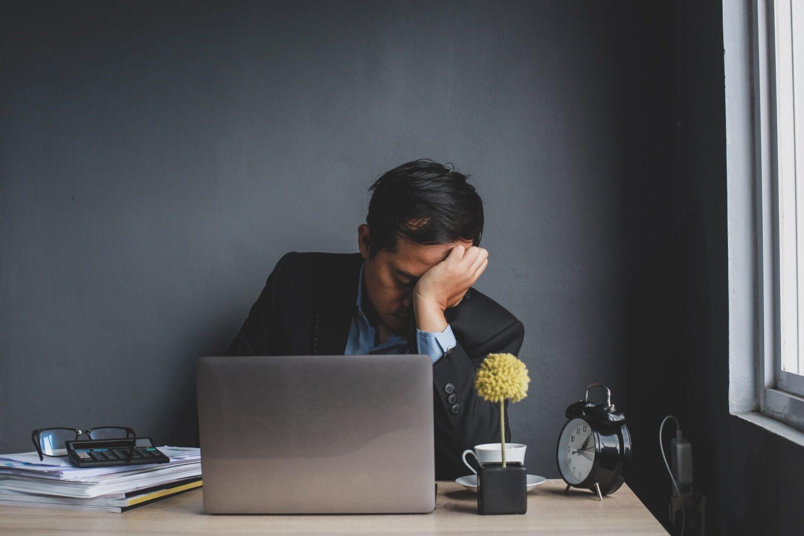 Співробітники не оформлені на роботі. Чим мені це загрожує?